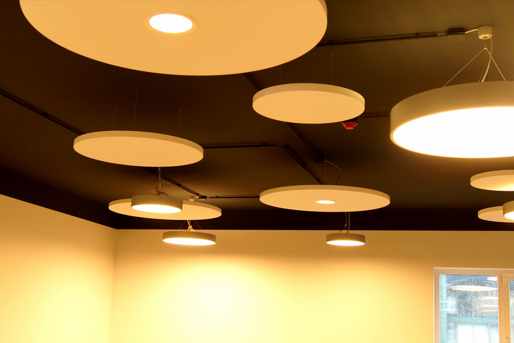 Akustik Beleuchtung in Deckensegel